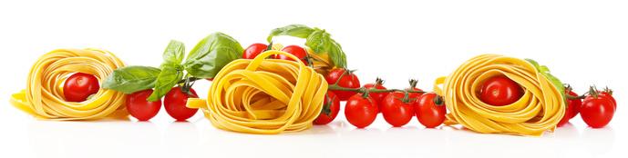 Nudeln und Tomaten